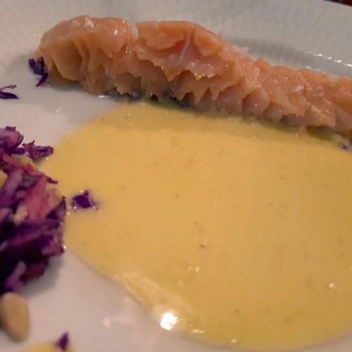 Sous Vide Laks med Sauce Hollandaise & Rødkålsalat